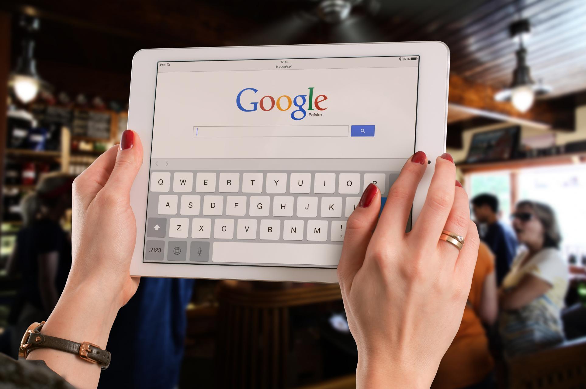 Recent heeft Google weer iets nieuws gelanceerd. Google Accelerated Mobile Pages, of kortweg AMP. AMP is bedoeld om webpagina's sneller te laden op je mobiel. Webpagina's kunnen met Google AMP 85% sneller laden. Ondanks dat er veel wordtondernomen om het web sneller te maken, laden websites op je smartphone doorgaans nog niet erg snel. Google…